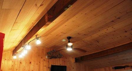 The interior beam in this renovated Muskoka Cottage we inspected has several problems. As home inspectors we explained what they were, how they affected the structure, what was needed to repair it and how important it was to the structure.